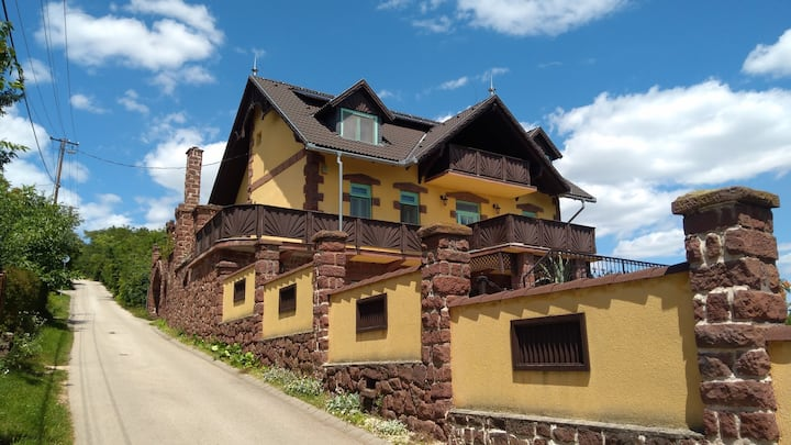 Teljes Villa