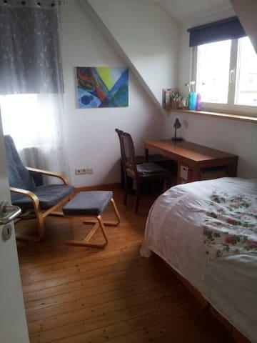cozy guestroom, hanover, fair