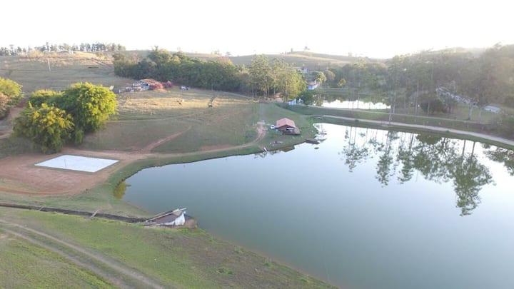 Charmosa e Aconchegante Casinha à beira do Lago