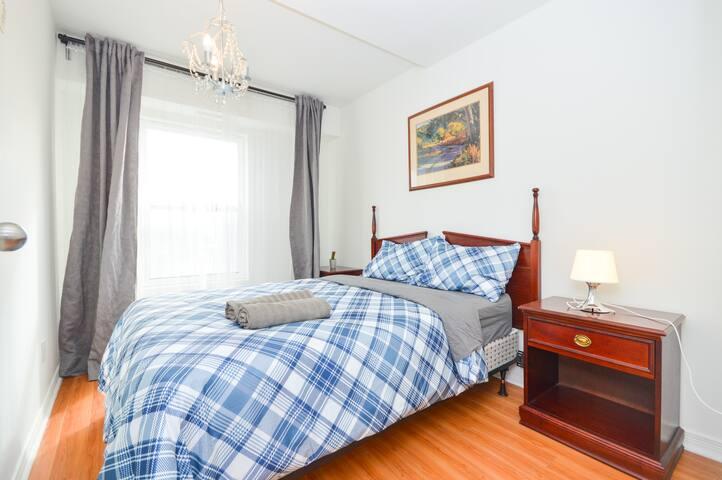 5-2 Storey Kensington Market Suite - 5BR + 2BA