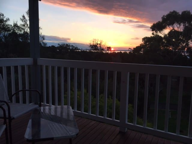 Chasbar Retreat by the sea, green, GP & Penguins - Grantville - House