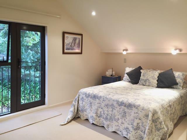 Comfortable bedrooms; own bathroom in modern home - Auckland - Bed & Breakfast