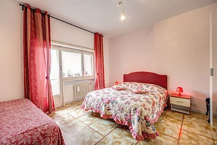 Wide and Comfortable apartment up to 8! Vatican!!! - Roma - Flat