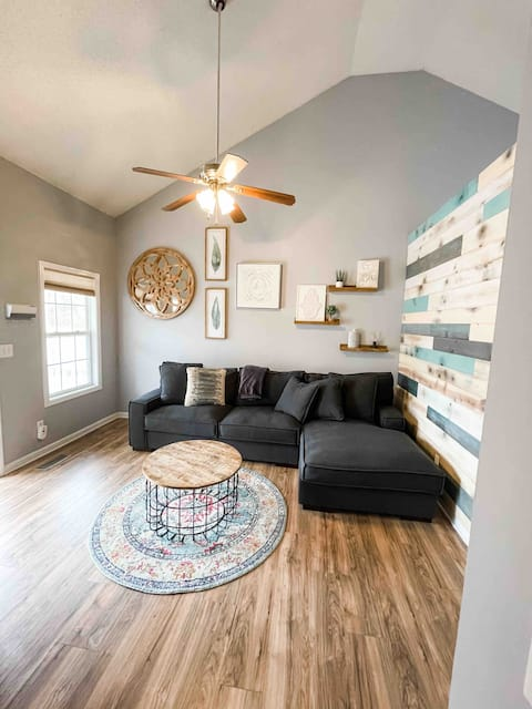 Charming and Cozy home,  rare find  Clarksville