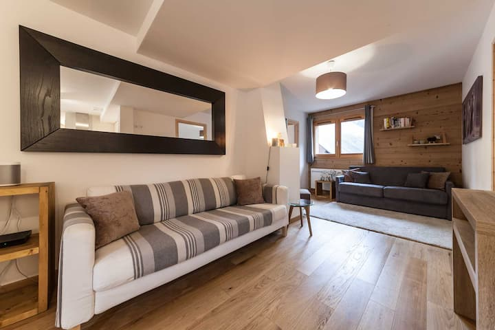 Two Bedroom Piste-Side Apartment in Morzine
