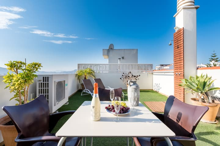 Holiday Home with Wi-Fi, Air Conditioning & Roof Terrace with a Fantastic View; Parking Available