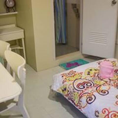 D&D Guest House (room 1) - Silang - Casa de huéspedes