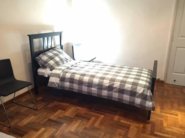 Single Room @ East Sussex 15 - Singapur - Dom