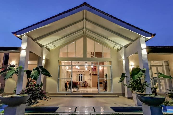 Casa Mira Boutique Villa - Silver Moon room