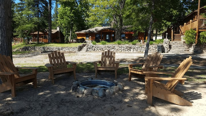 LOST LAKE GETAWAY (Hawks, MI): All-seasons cabin! Right on the water!