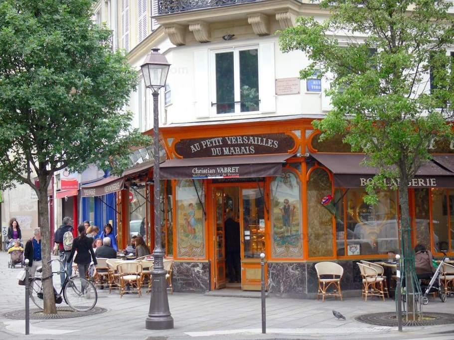 5-10 min walking distance from Le Marais