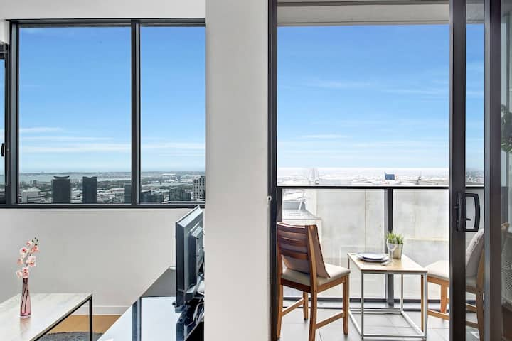 ★NEW!★ A Charming Apt with Gorgeous City Views Near Southern Cross