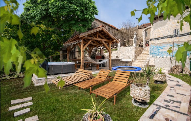 Semi-Detached with 1 bedroom on 100m² in Kamenmost