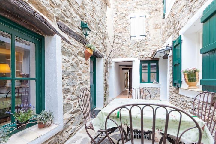 Maisonnette (60m2) avec parking, proche St.Tropez