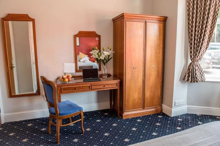 Room 227 · Imperial Cambridge Hotel Double Room with Bath 2