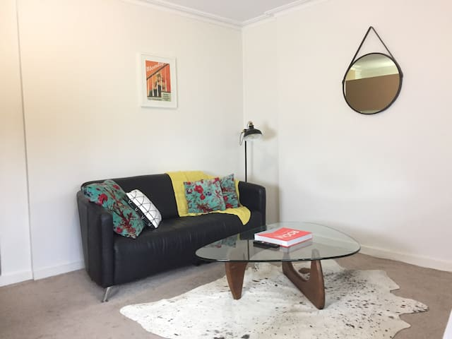 Cute apartment close to the city! - South Yarra - Leilighet