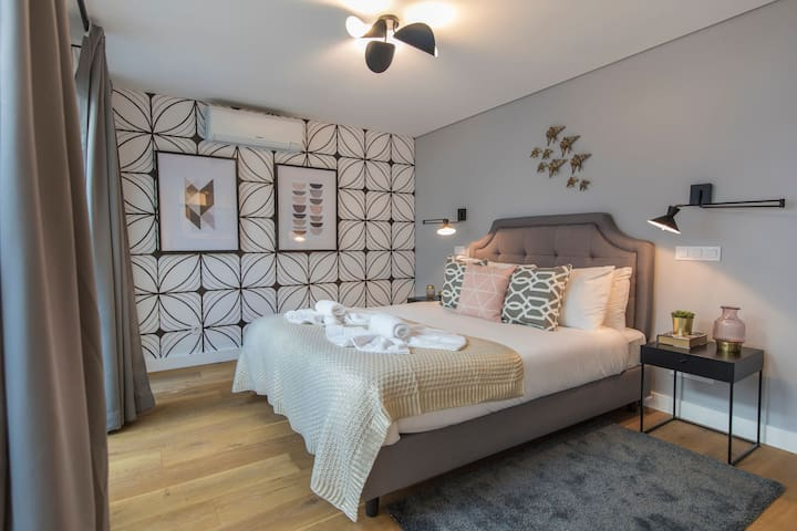Modern and colourful flat in the ❤ of Graça