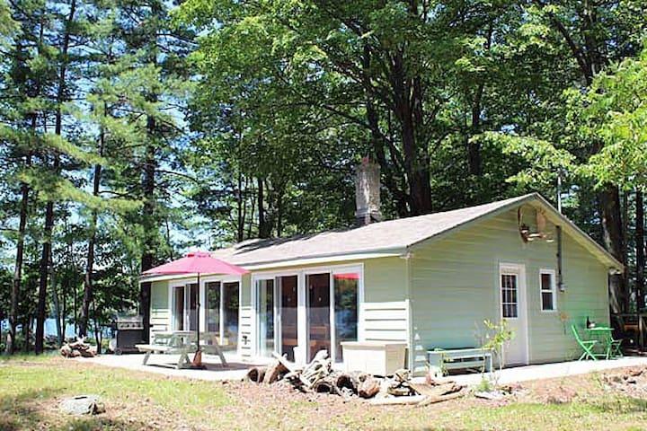 Sunflower Cottage on Buck Bay
