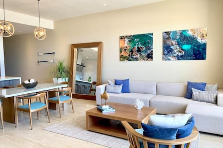 Arch and Ocean View - 3 BR / 3 BA Brand New Condo