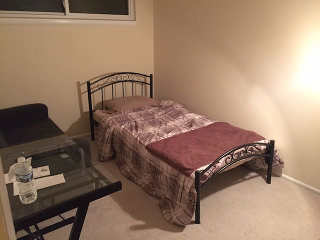 Private room walk-able to metro, Tysons VA - McLean