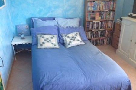 Chambre dans Mas provençal - Velaux - Rumah