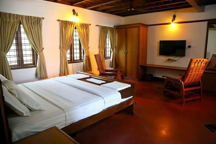 Villa by the backwaters - Deluxe Room