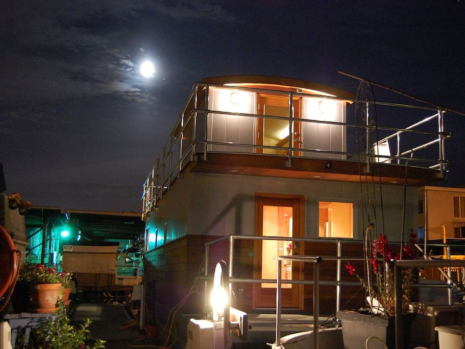 Serene floating home, situated in the heart of downtown Seattle.