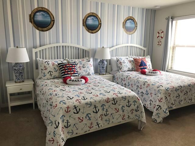 Diamond Bed and Breakfast - Mickey Navy bedroom