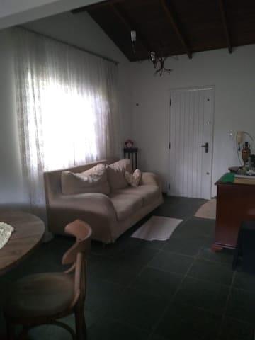 Casa próxima a Praia do Moçambique, Florianópolis.