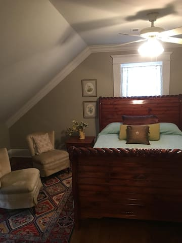 This upstairs bedroom features a  Queen Sleigh bed from Arabia. This bedroom shares the upstairs bath and game room. Note  we have 4 queen beds, one full size bed, two twin beds, and a lounge couch. Also plenty of space for a air mattress!