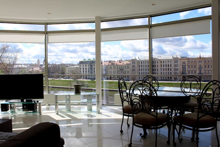 Beautiful Apartment With Panoramic River View