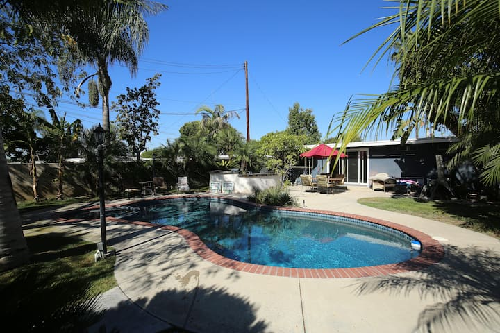 Comfortable home with pool 15 min from  Disneyland
