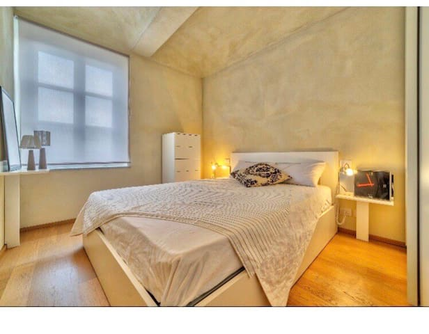 ROMANTIC AND COOL APARTMENT IN HISTORICAL City