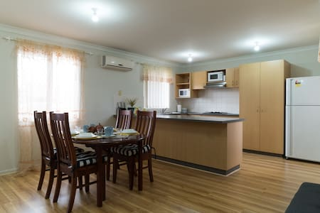 Swan Valley accommodation, Close to Major Shopping - Midland