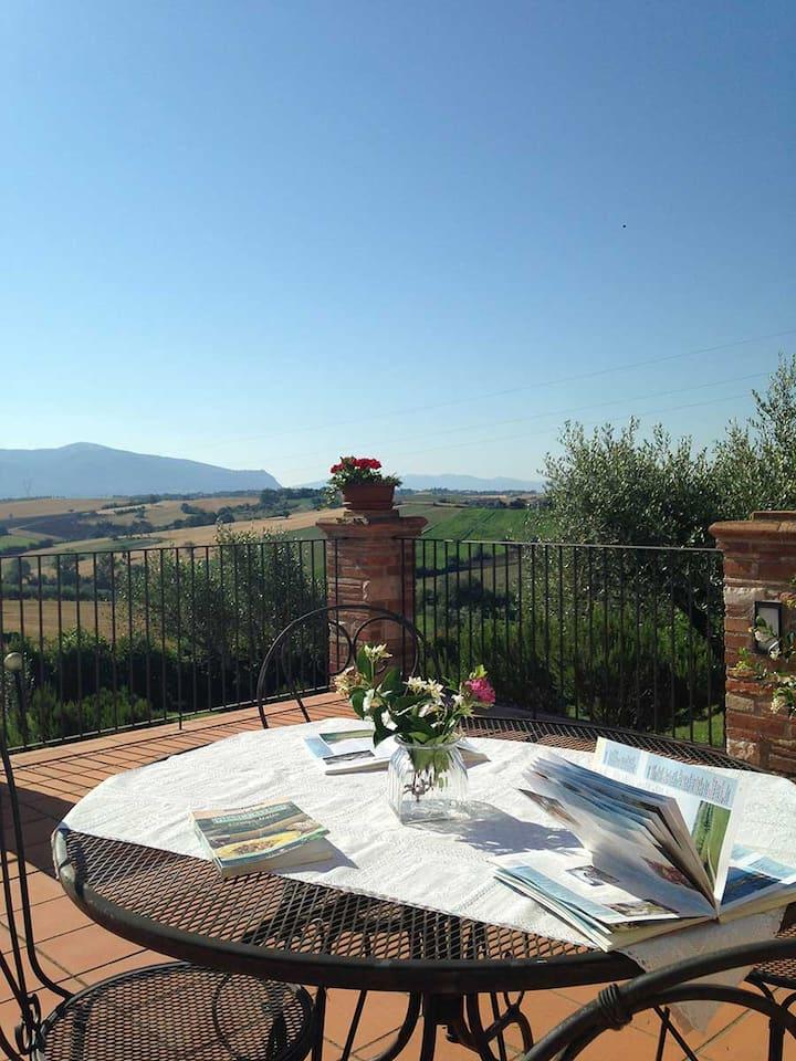 Pallocco 16+4 villa immersa nella verde Umbria