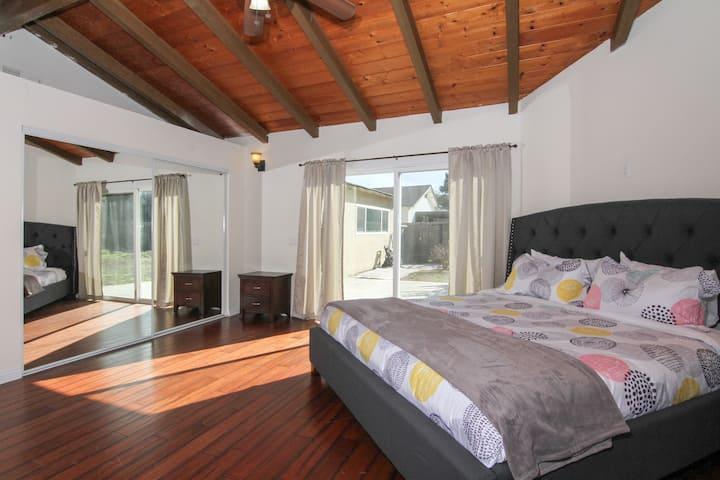 San Diego Getaway-Single Level! Sleeps 15!