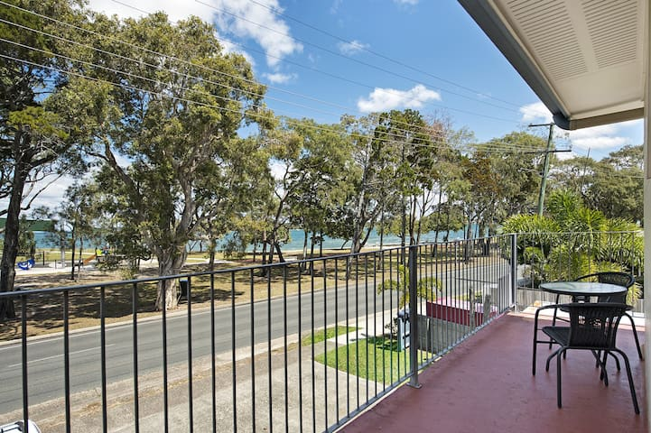 First floor unit close to shops, park and waterfront!