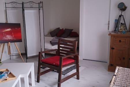 bel appartement de 40 m² avec terrasse et jardin. - Crozon