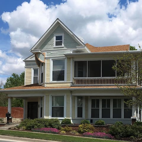 Rojahn House - group lodging / special event space