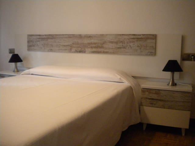 Habitación doble, cómoda y acogedora - Pamplona - Hus