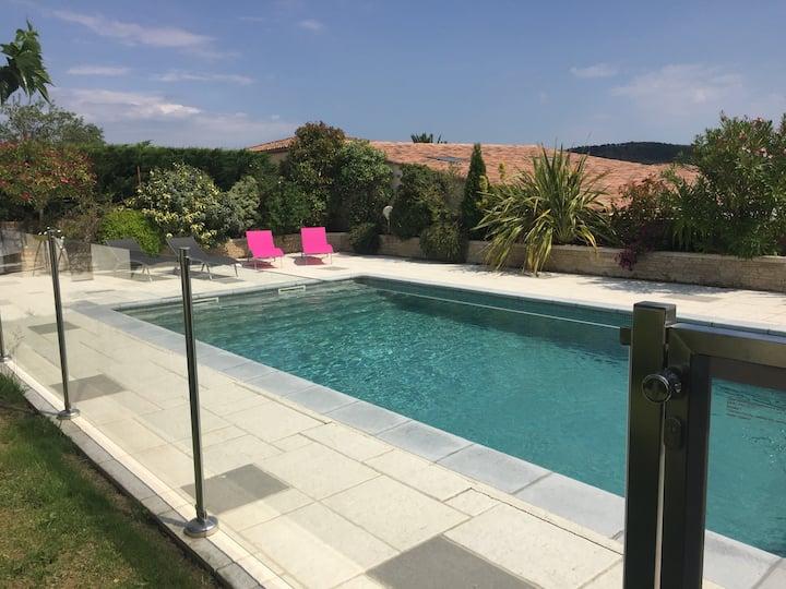 Haut de villa  6-8 pers  / accès  piscine