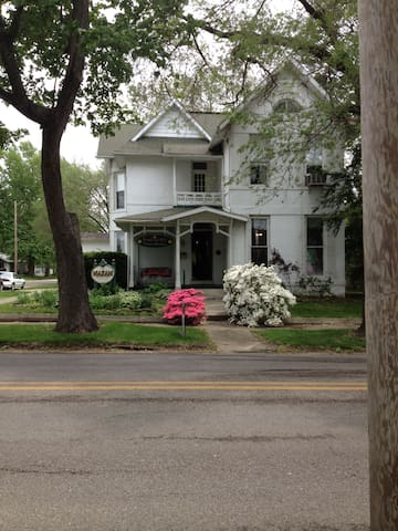 Maxam House Bed and Breakfast
