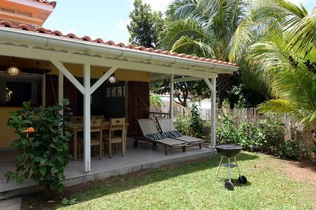 Superbe gîte avec jardin privé et piscine