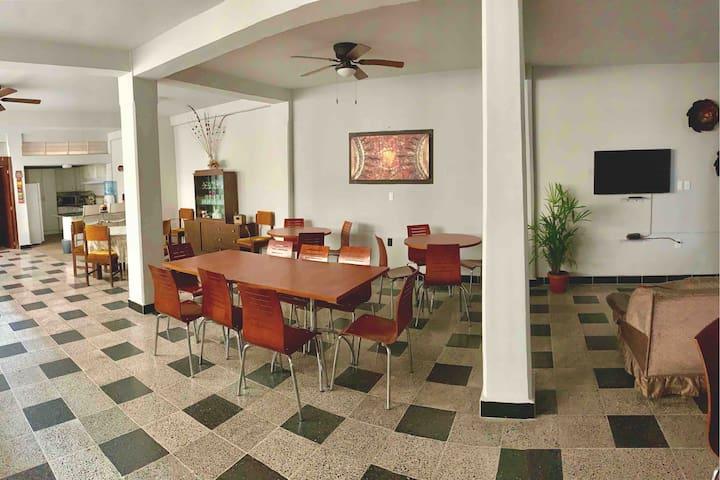 Nezahualcóyotl Party House 20 guests
