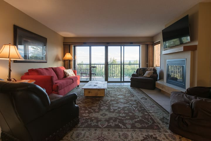 Mountain & Lake View Condo, Bigfork (MontanaLago)