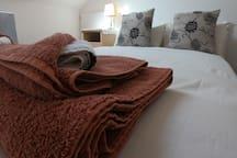 Rise & Shine  2 Single beds, Private Bathroom