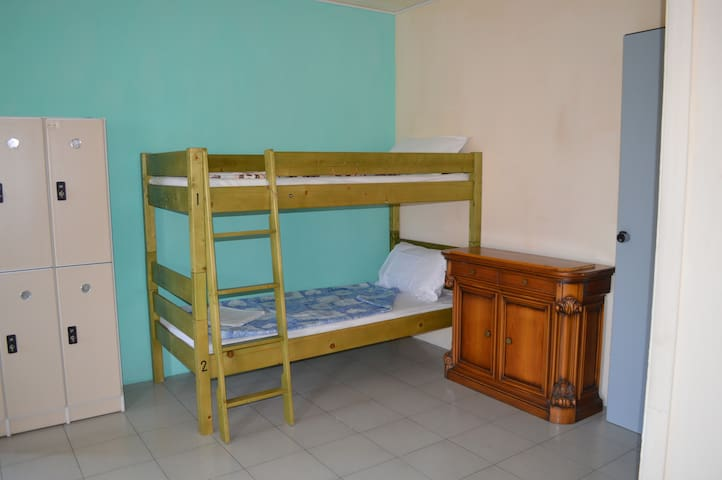 posto letto in dormitorio misto con 4-6-8 letti