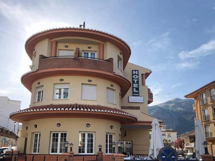 OFERTA Habitación Cuádruple con Desayuno en Cenes de la Vega (Granada)