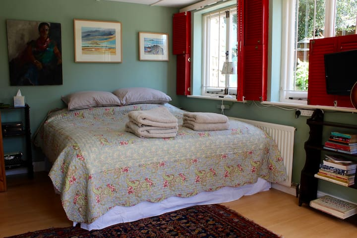 The Artists Studio kingsize room- private entrance - Blisland, Bodmin - Ev