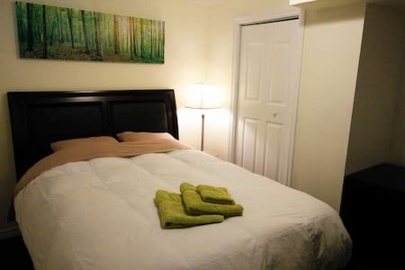 Private, clean & comfy room / ensuite bathroom - Guelph - Haus